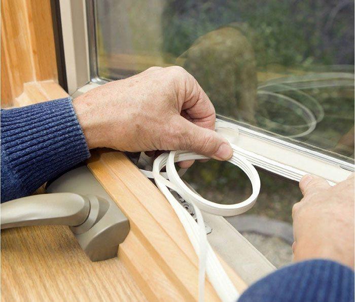 Замена уплотнителя на деревянных окнах