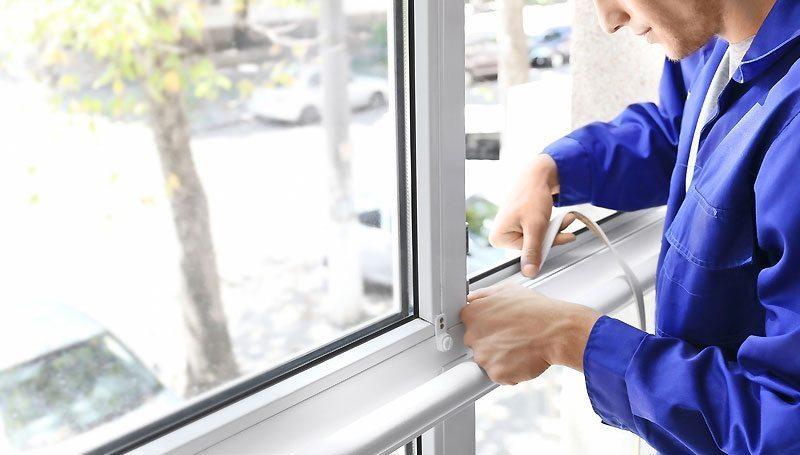 Установка уплотнителя на пластиковых окнах