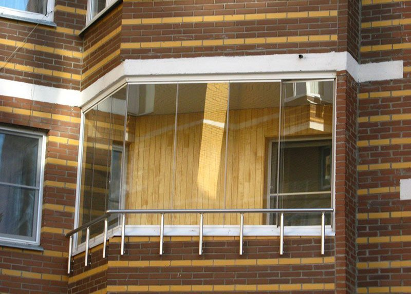 Безрамное остекление балконов и лоджий: плюсы и минусы.