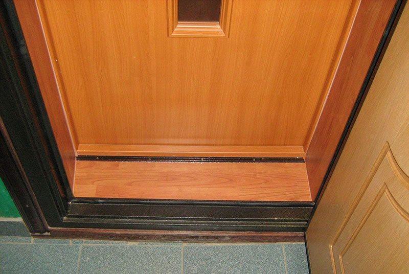 Деревянные откосы на двери