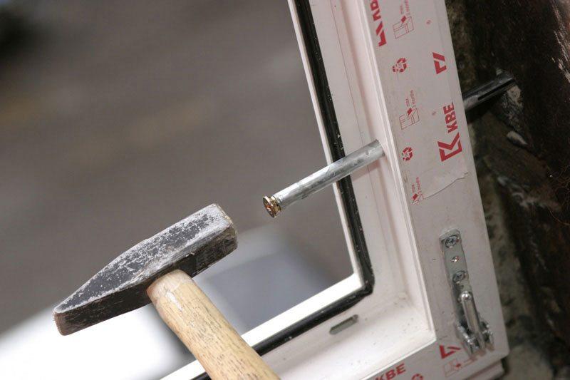 Анкер для установки пластиковых окон