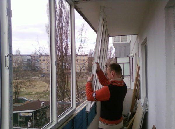Установка алюминиевых окон на балконе