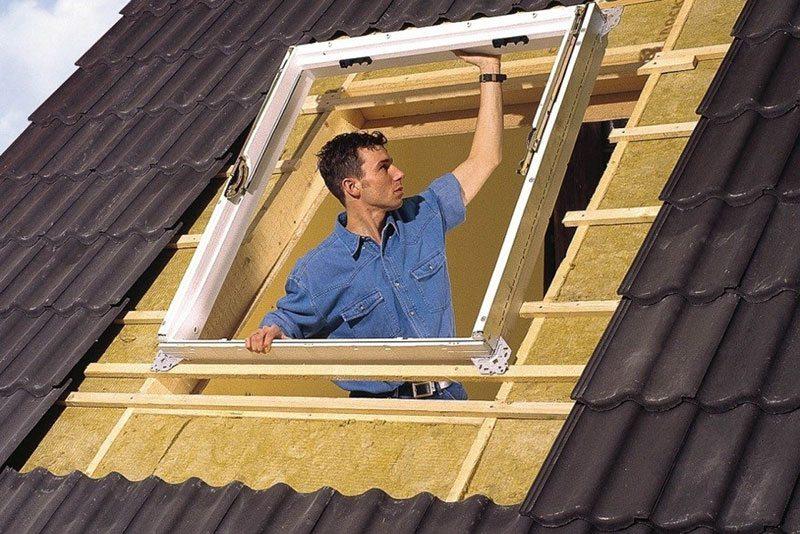 Монтаж окна на крышу