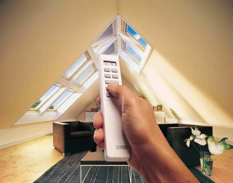 Управление мансардным окном с помощью пульта