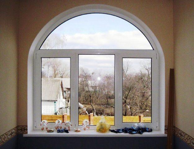 Пластиковое окно в виде арки
