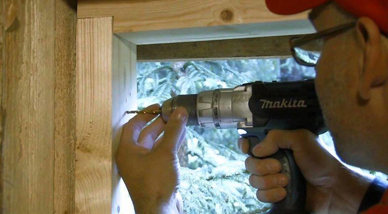 Монтаж деревянных окон на дюбели