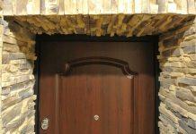 Дверной откос из камня