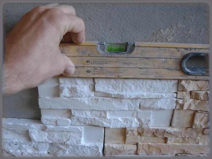 Отделка окна декоративным камнем