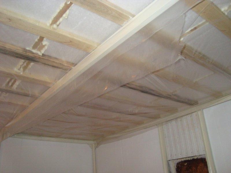 Полиэтиленовая пленка в качестве пароизоляции потолка