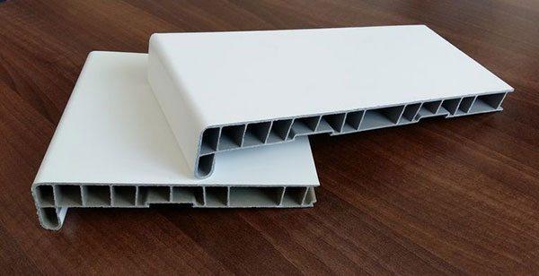 Многокамерная конструкция подоконника из пластика