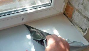 Установка подоконника под пластиковое окно