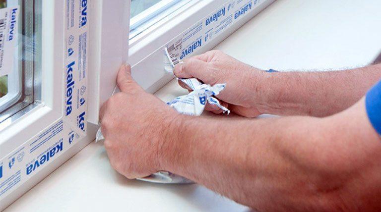 Удаление пленки с пластикового окна