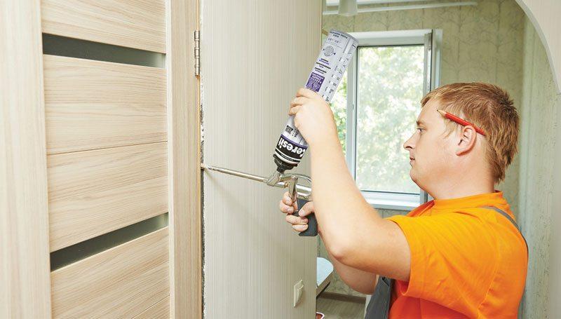 Устранение стыков при монтаже двери