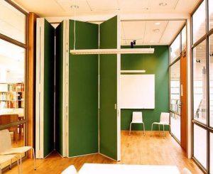 Складная дверь между зонами в помещении
