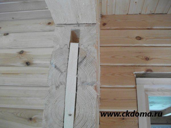 Вставка деревянного бруса в дверной проем