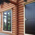 Железная дверь в деревянном доме