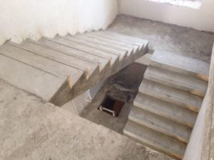 Прямая двухмаршевая лестница