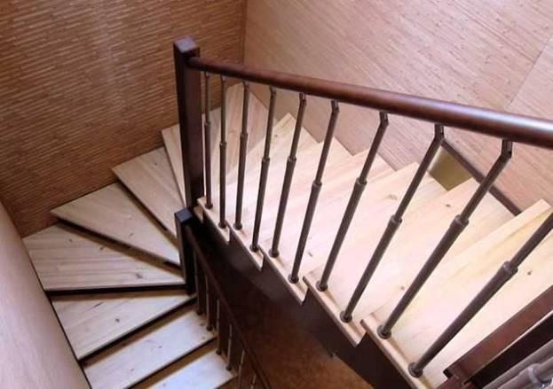 Забежная поворотная лестница