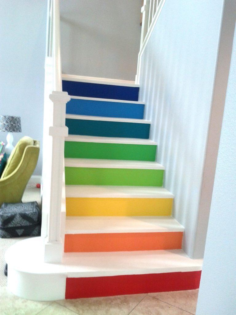 Покрашенная бетонная лестница