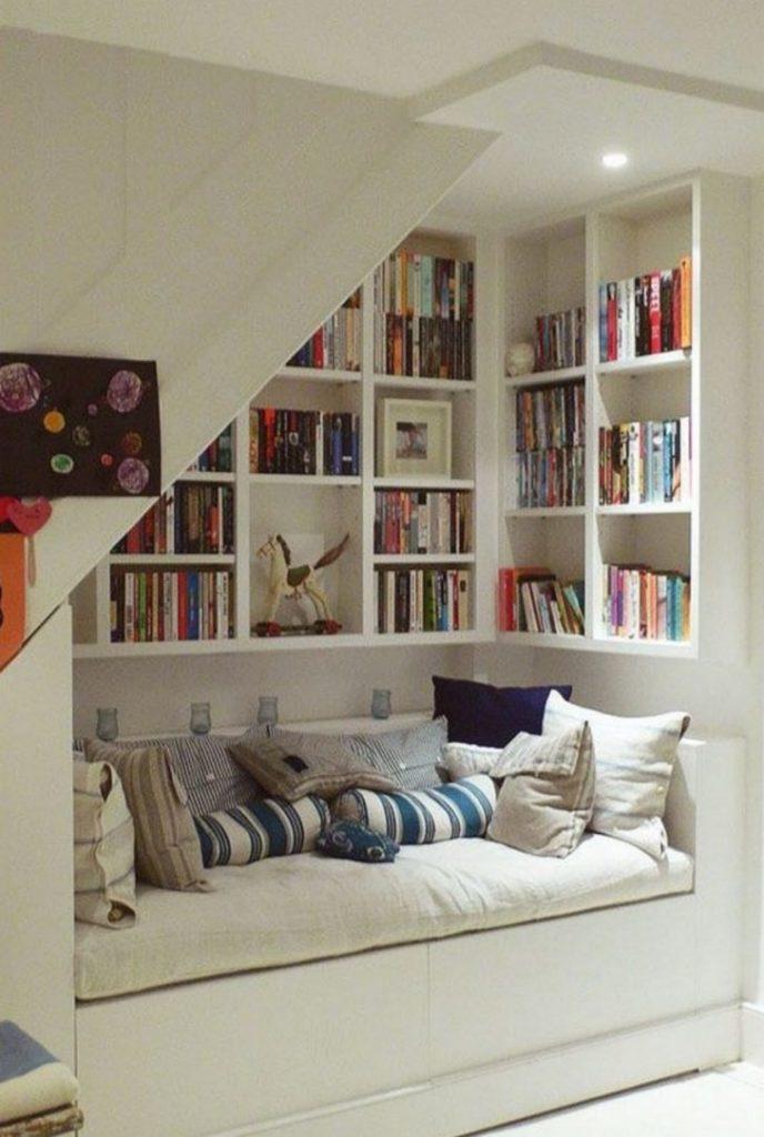 Библиотека с кроватью