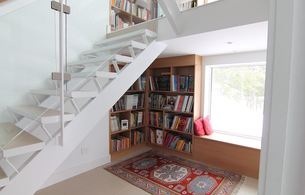 Библиотека с местом для чтения