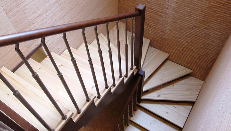 Забежная деревянная лестница