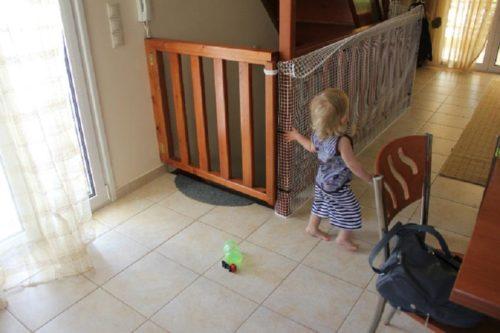 сетка на лестнице