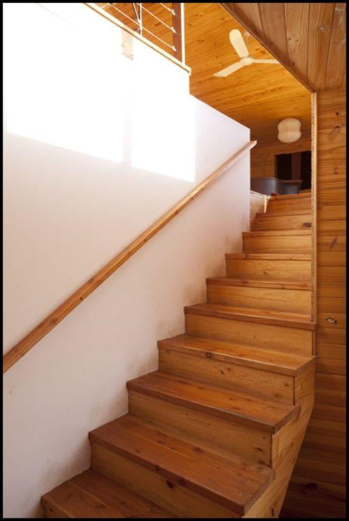 деревянный пристенный поручень
