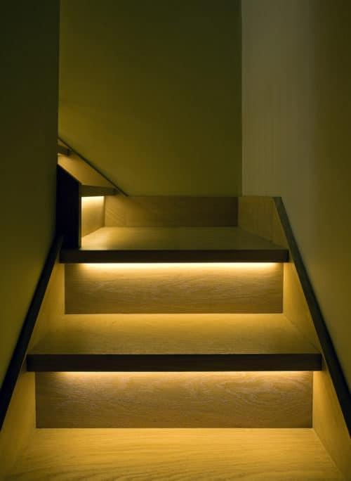 освещение под ступенями