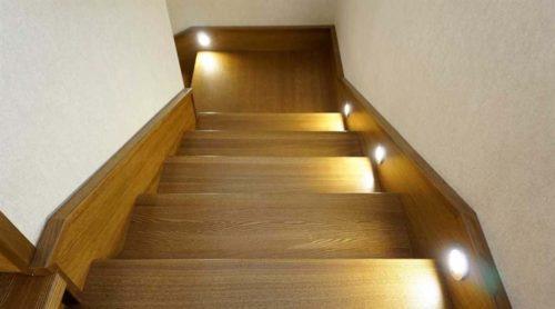 точечные светильники на стенах