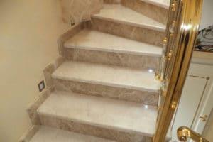 лестница мрамор металл