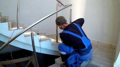 монтаж лестницы из нержавейки