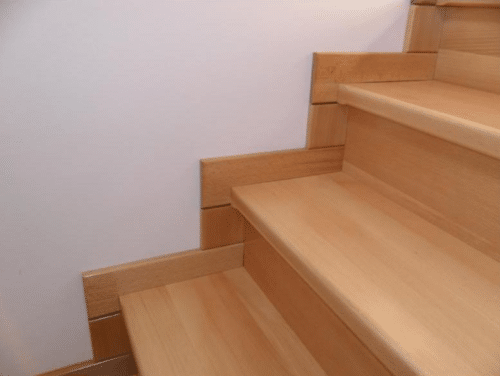 плинтус на лестнице