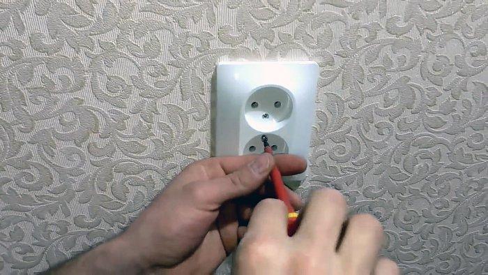 Как установить розетку, если остались короткие провода?