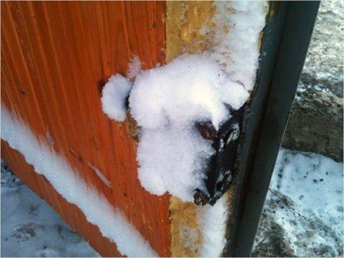 Как открыть замерзший замок в гараже