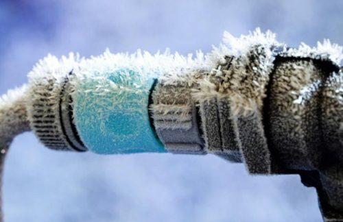 Замерзла вода в трубе дома - что делать?