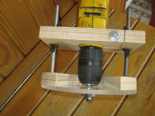 Как сделать фрезерный станок по дереву своими руками из электродрели