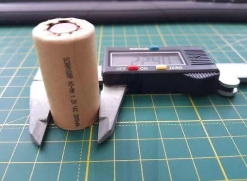 Как прозвонить аккумуляторы шуруповерта с помощью тестера