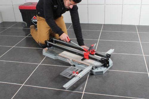 Как резать плитку с помощью плиткореза своими руками