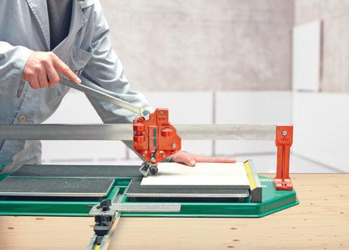 Как правильно отрезать плитку с помощью ручного плиткореза