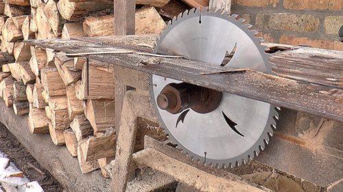 Как сделать циркулярный станок из ручной дисковой пилы своими руками