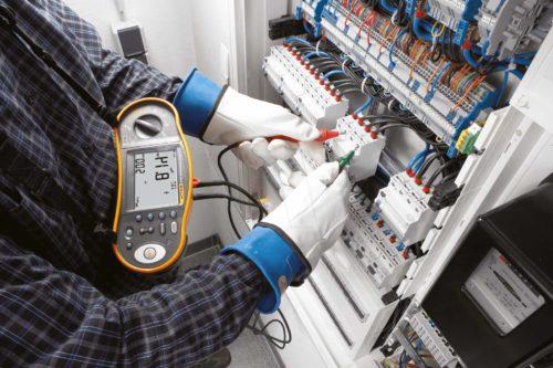 Какими инструментами проводят электромонтажные работы: требования и организация места