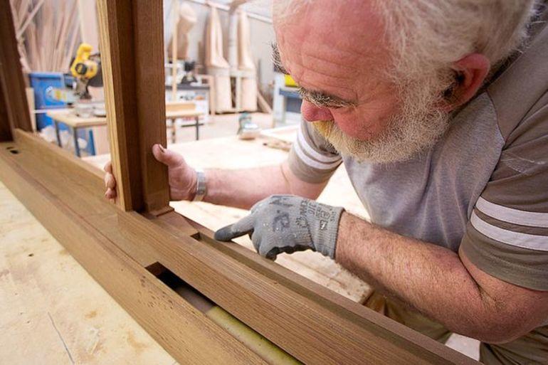 Деревянные окна своими руками: преимущества и недостатки, как изготовить и установить