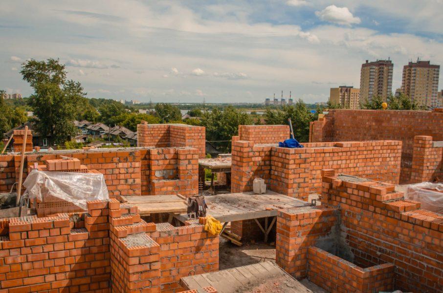 Из каких материалов нельзя строить двухэтажный дом: советы профессионалов
