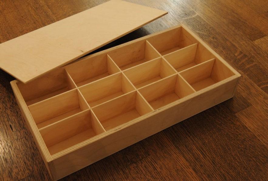 Простой фанерный ящик с отсеками