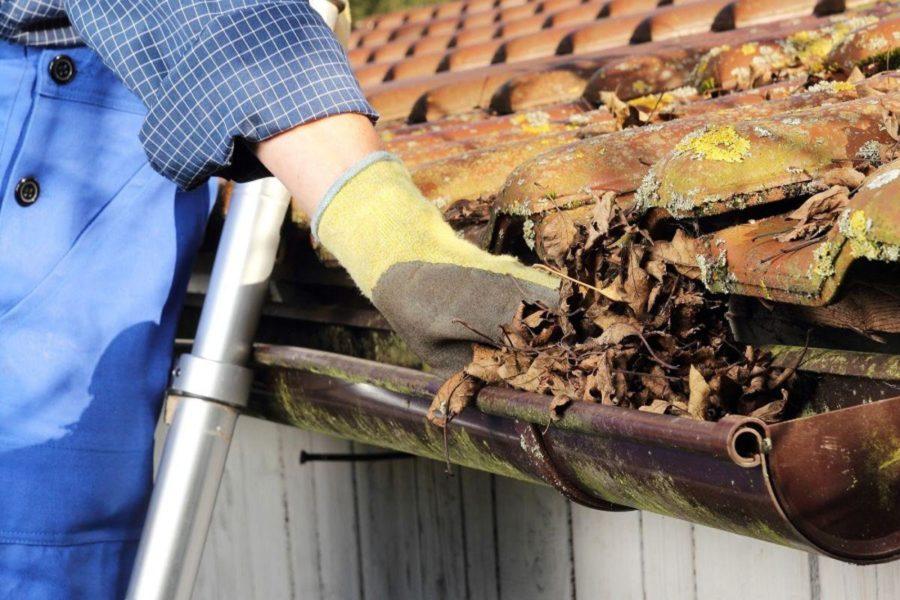 Очистите крышу и водостоки